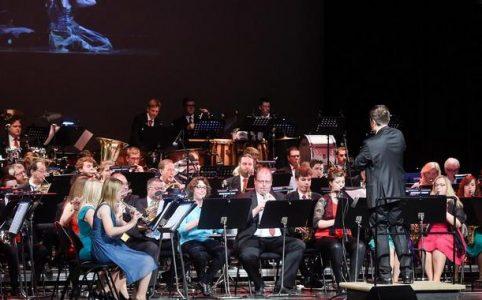 Das Jugendblasorchester und das große Orchester der MSG spielten Werke über Männern in der Musik. Quelle: im