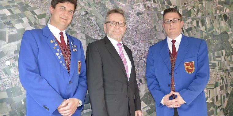 """Die Musik- und Sportgemeinschaft Peine-Ilsede heißt jetzt """"Stadtorchester Peine"""" (v.l.): Björn Grobe, Michael Kessler und Dr. Benjamin Heidrich. Quelle: pif"""